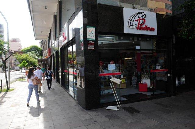 CAXIAS DO SUL, RS, BRASIL, 11/12/2018. Loja da Livraria Paulina, localizada na Rua Marquês do Herval esquina com Os 18 do Forte, irá fechar. (Porthus Junior/Agência RBS)