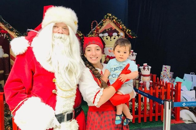 Filho da Cris Silva, Matheus, em foto de Natal. Para a coluna do dia 21/12/2018