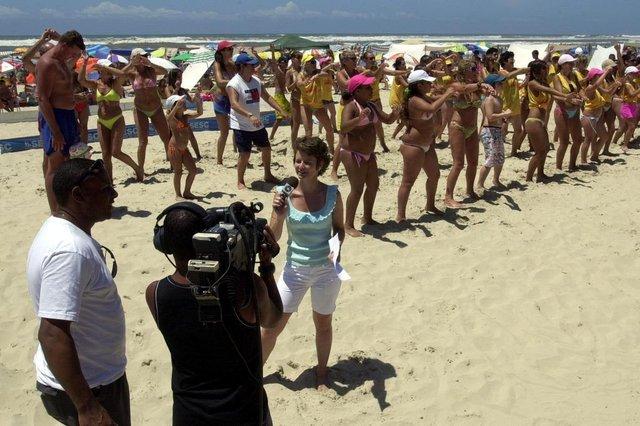 ***  RBSTV  ***RBSTV - Repórter Shirlei Paravisi com o câmera Everton  e o motorista Ribas ao vivo na praia de Capão da Canoa, para o Jornal do Almoço>