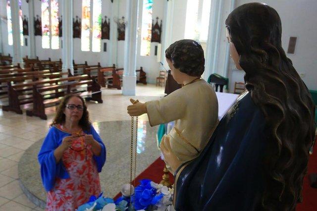 PORTO ALEGRE, RS, BRASIL, 30/01/2019- Maria da Graça da Silva, 50 anos, atendente de lanchonete e devota de Nossa Senhora dos Navegantes.(FOTOGRAFO: TADEU VILANI / AGENCIA RBS)