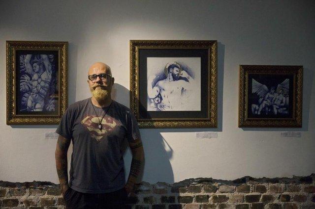 PORTO ALEGRE, RS, BRASIL, 22/01/2018: Exposição Santificados, do artista Rafael Dambros, no Espaço 900. (CAMILA DOMINGUES/AGÊNCIA RBS)