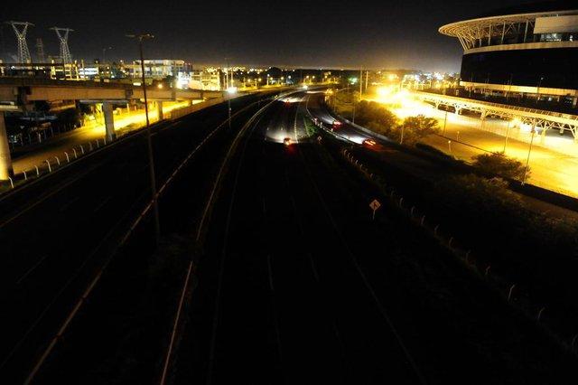 PORTO ALEGRE,RS,BRASIL.2019-02-07.Porto Alegre,as escuras,motivado por roubos de cabos elétricos, da rede publica de iluminação.Na foto.Free Way próximo a Arena do Grêmio.(RONALDO BERNARDI/AGENCIA RBS).