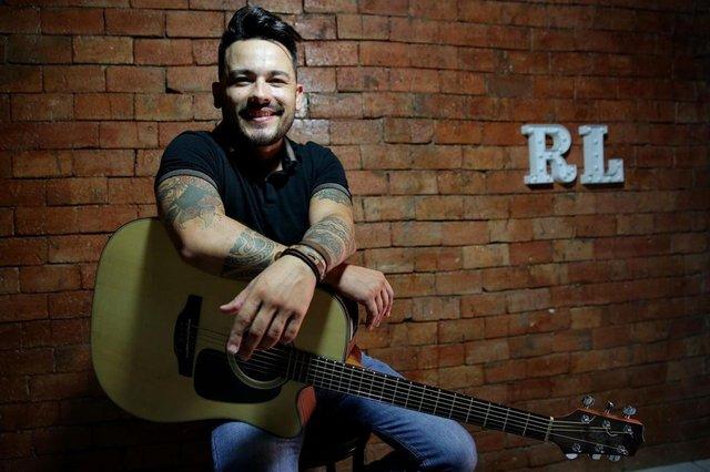 GRAVATAÍ, RS, BRASIL, 09/02/2019: Retratos do cantor Renan Lee para o Estrelas da Periferia. (CAMILA DOMINGUES/AGÊNCIA RBS)