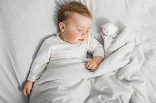 Bebê com sono tranquilo gera tranquilidade para toda a família (Divulgação/Freepik)
