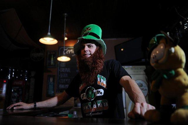 CAXIAS DO SUL, RS, BRASIL, 12/03/2019 - Nassib Turelly, 43 anos, abriu em Caxias do Sul, em 2007,  o São Patrício Bar, que homenageia o santo padroeiro da Irlanda e dos pubs do mundo inteiro. Dia 17 de março é o Dia Mundial de São Patrício, o Saint Patricks Day. (Marcelo Casagrande/Agência RBS)