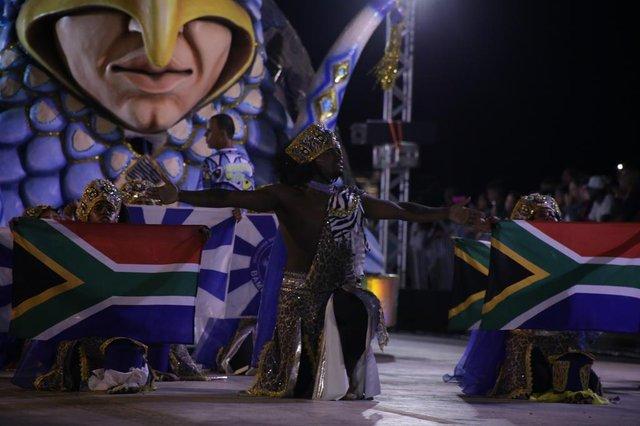 Desfile de Carnaval de Porto Alegre no Porto Seco na madrugada de sexta-feira (15) para sábado (16). Na foto, desfile da escola Bambas da Orgia.