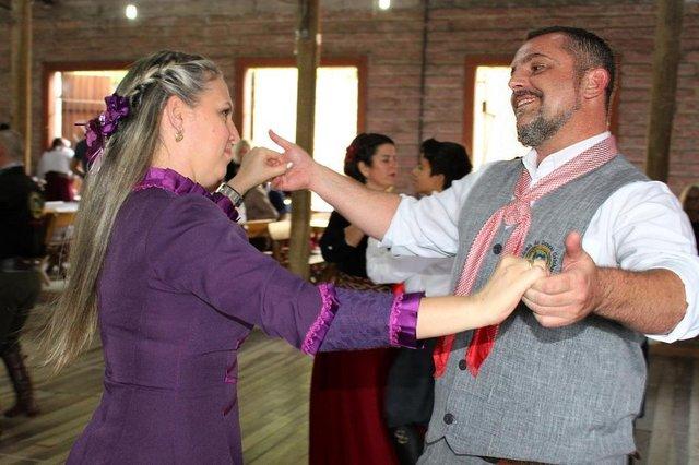 Foto do casal de instrutores de dança Marcelo e Luciana, de Porto Alegre, para o Piquetchê de 22/3/2019