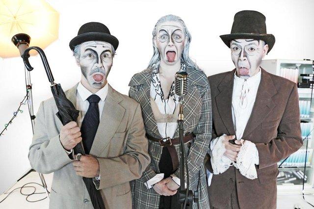 Grupo de Teatro A Gangorra apresenta a peça [Diz] Farsa em comemoração ao Dia Internacional do Teatro