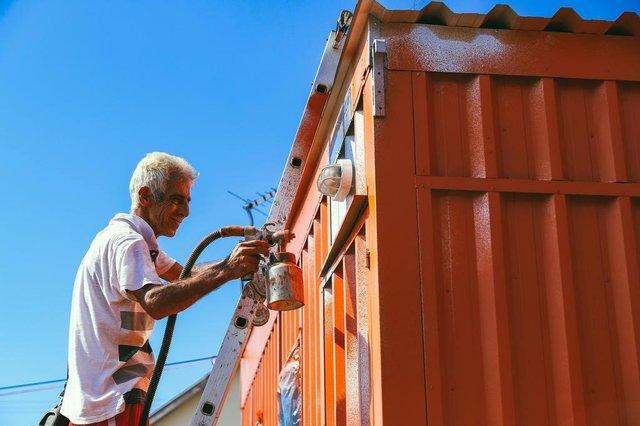 ESTEIO, RS, BRASIL, 02/04/2019- Prefeitura entrega casas-contêiner para moradores. Na foto- Neli dos Santos Pereira, Lauri de Melo. (FOTOGRAFO: OMAR FREITAS / AGENCIA RBS)