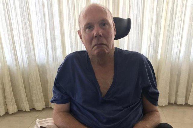 Pacientes enfrentam falta de medicamentos na Farmácia do Estado em vários municipios da Região Metropolitana. Na foto, Lucio Bello, de Novo Hamburgo, não está conseguindo Riluzol para o tratamento da Esclerose Lateral Amiotrófica (ELA).