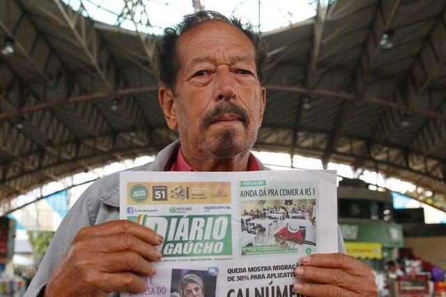 PORTO ALEGRE, RS, BRASIL - 2019.04.12 - Especial para aniversário do DG, com leitores que compram o jornal no triângulo da Assis Brasil. Na foto: José Reis da Silva(Foto: ANDRÉ ÁVILA/ Agência RBS)