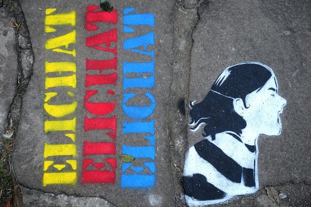 CAXIAS DO SUL, RS, BRASIL, 17/04/2018. Na Rua - O Universo Lúdico de Elichat, exposição de Lucas Leite e Julia Pellizzari, abre dia 18/4 no Alouca Café, em Caxias. (Diogo Sallaberry/Agência RBS)