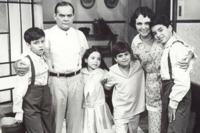 Wagner Santisteban (E), Othon Bastos e Irene Ravache no SBT, em Éramos Seis. O ator reencontrou Othon Bastos (o Mestre, de Além do Tempo) e Irene Ravache, a Condessa Vitória), que foram seus pais em Éramos Seis (1994), na atual trama da Globo.