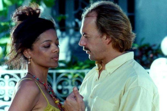 Márcia (Maria Ceiça) e Wilson (Paulo César Grande), por amor, novela