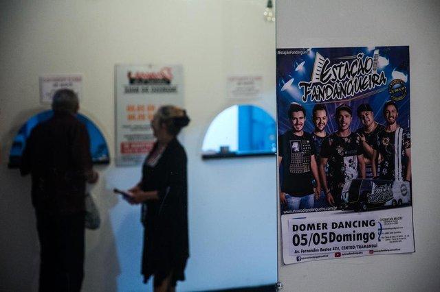TRAMANDAÍ, RS, BRASIL - 05/05/2019A rotina do grupo de vaneira universitária Estação Fandangueira