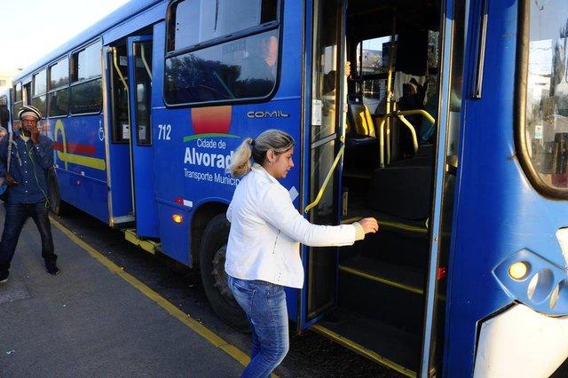 ALVORADA,RS,BRASIL.2019,05,20.Mudanças no sistema de transporte muinipal de Alvorada,causam transtornos para usuarios.Na foto.Carala Maciel.(RONALDO BERNARDI/AGENCIA RBS).