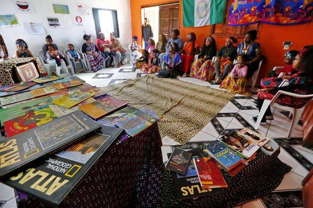 PORTO ALEGRE, RS, BRASIL 08/03/2017 - Projeto vai oferecer educação bilíngue (yorubá, idioma africano), para alunos da Restinga. Também estão montando uma biblioteca afrocentrada. (FOTO: ROBINSON ESTRÁSULAS/AGÊNCIA RBS)