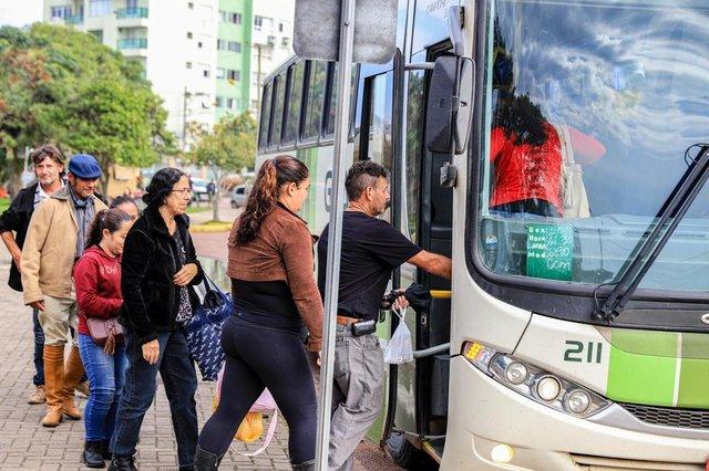 PORTO ALEGRE, RS, BRASIL, 27/05/2019:    Moradores da região metropolitana dependem da rodoviária de Porto Alegre para fazer viagens para o interior. Apenas duas cidades têm estação, São Leopoldo e Novo Hamburgo. Como funciona? Como é a realidade de quem precisa do transporte?  . (Foto: Omar Freitas / Agência RBS)