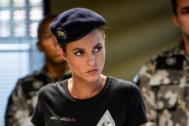 Paolla Oliveira como a policial Jeiza na novela A Força do Querer, de 2017