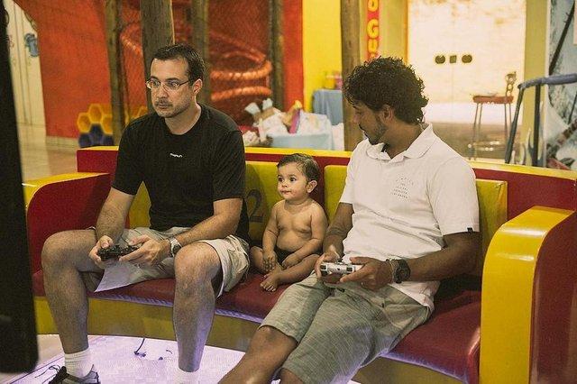 Matheus com os tios, Rafa e Marcos