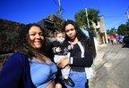 PORTO ALEGRE, RS, BRASIL - 2019.06.20 - Anaclara Marona Diaz, escoteira de 17 anos, ajudou a salvar Anthony Machado Badiale, 10 meses, filho de Larissa Machado Bica. O bebê havia se engasgado com um pedaço de pão. Anaclara veste blusa azul (Foto: ANDRÉ ÁVILA/ Agência RBS) (Agencia RBS/André Ávila)