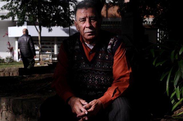 CAXIAS DO SUL, RS, BRASIL (24/06/2019)Moradores reclamaram de abandono de praça João Pessôa em São Pelegrino. Na foto, Pedro Fonseca, 81 anos, aposentado. (Antonio Valiente/Agência RBS)