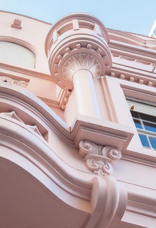 O Colavoro Sanvitto é um empreendimento de coworking com restaurante, na Avenida Júlio de Castilhos, no centro de Caxias do Sul. O único prédio residencial de Caxias planejado pelo arquiteto Vitorino Zani (1900-1960), que projetou a Igreja São Pelegrino.Inaugura dia 4 de julho e abre ao público dia 5 de julho.