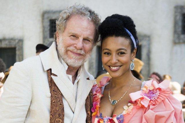 Wolfgang (Jonas Bloch) e Diara (Sheron Menezzes), personagens da novela Novo Mundo da Globo