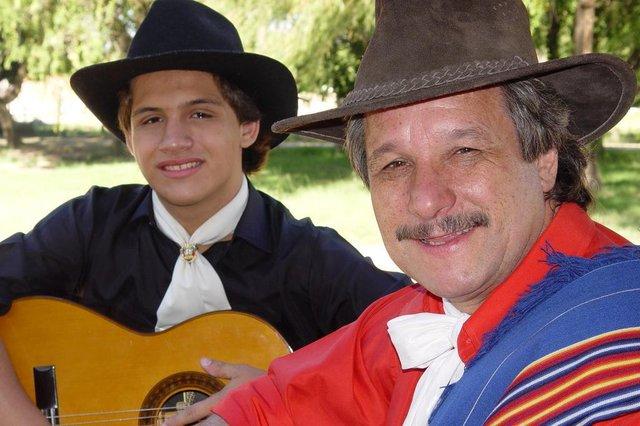 Teixeirinha Neto e Teixeirinha filho - pai e filho#PÁGINA:21 Fonte: Divulgação Fotógrafo: andré coelho