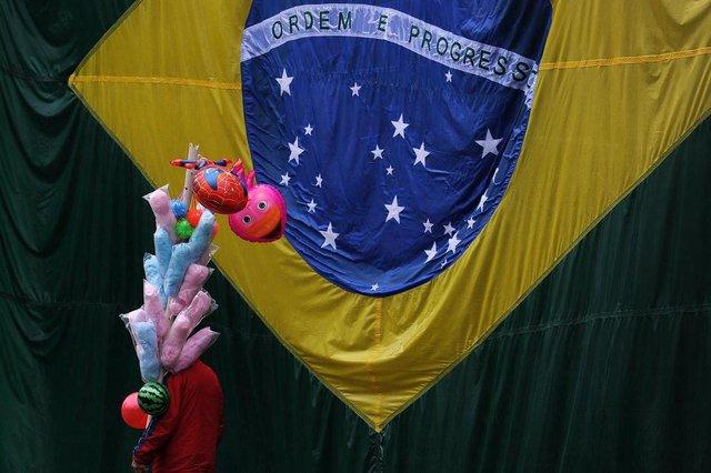 CAXIAS DO SUL, RS, BRASIL, 07/09/2019 - Desfile de 7 de setembro em Caxias do Sul iniciou com chuva. No final teve confusão. (Marcelo Casagrande/Agência RBS)