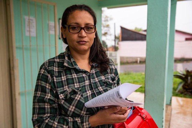 Gravataí, RS, BRASIL, 09/05/2019: Janaína Scot, 44 anos, usuário do posto Morada do Vale II. Como os municípios estão se organizando com a saída dos médicos cubanos. Em Gravataí, prefeitura tem encontrado dificuldades para repor profissionais. (Foto: Omar Freitas / Agência RBS)Indexador: NGS