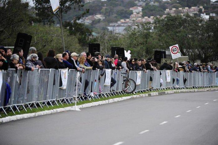 Público acompanhou a solenidade na avenida