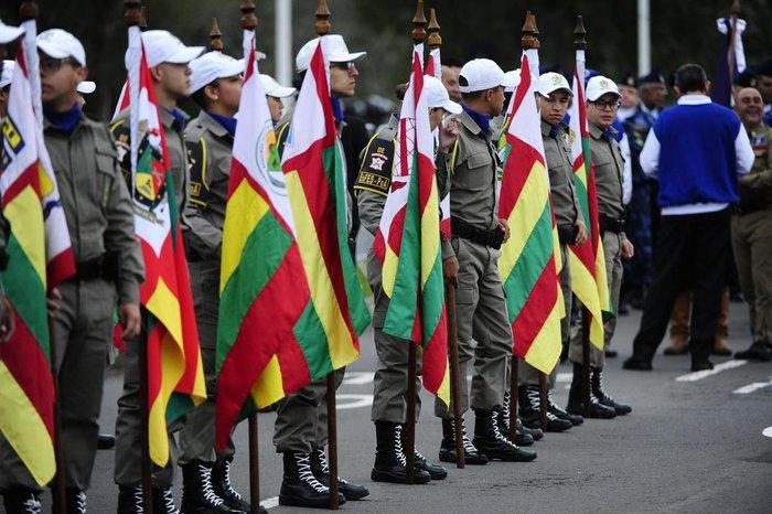 Forças de segurança participaram do desfile cívico-militar