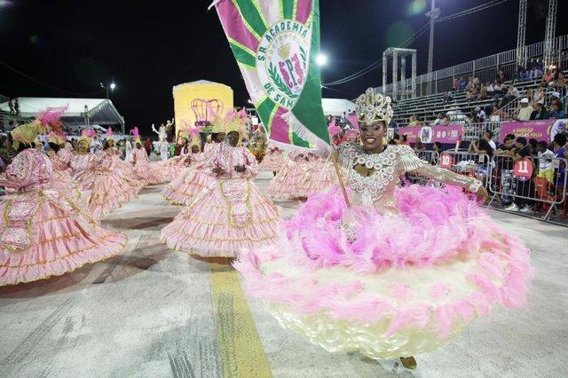PORTO ALEGRE, RS, BRASIL - 06.02.2016 : Primeira noite dos desfiles das escolas de samba do Carnaval de Porto Alegre 2016, no Complexo Cultural do Porto Seco. Na foto: Escola Academia de Samba Praiana. (FOTO: ANDRÉ ÁVILA/AGÊNCIA RBS)