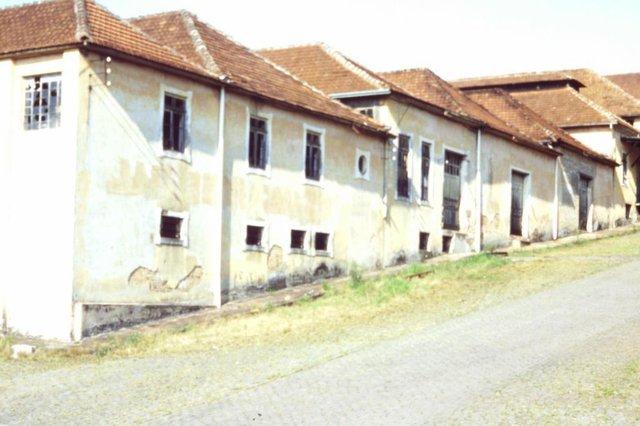 Aspectos da Cantina Antunes (Vinícola Luiz Antunes) em 1984, época do abandono, falência e demolição de parte do espaço. Bairro Panazzolo