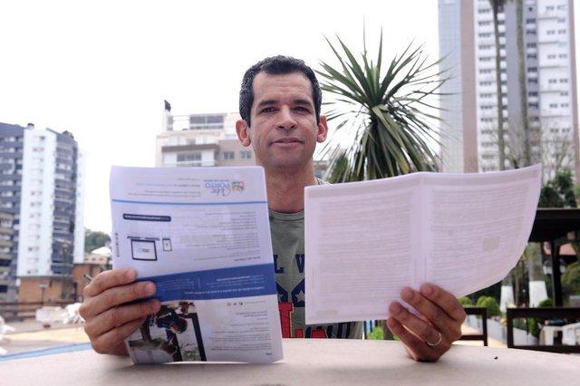 CAXIAS DO SUL, RS, BRASIL (02/10/2019)O professor de Educação Física Flávio Almeida, 42 anos, é um novo cliente de seguros. A contratação aconteceu logo após seu casamento, em julho. (Antonio Valiente/Agência RBS)