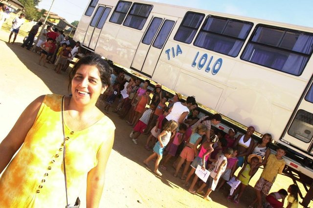 Tia Lolô ganha ônibus da empresa Tutto Transporti,da Serra Gaúcha,para sua escolinha. Losângela Ferreira Soares Martins.