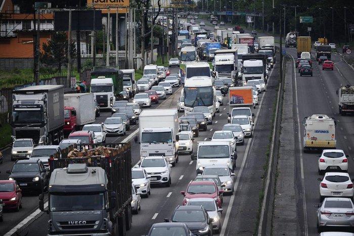 Trabalho da polícia causou congestionamento na manhã desta sexta-feira na BR-116