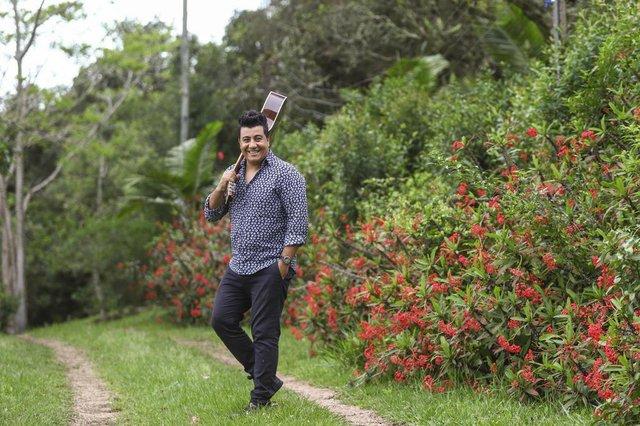 VIAMÃO, RS, BRASIL, 15/10/2019: Especial com o cantor e escritor Rodrigo Munari (ex-Serranos e que tinha dupla com Enzo), que celebra 30 anos de carreira, com dois shows. Ele ainda lança um livro.Indexador: ISADORA NEUMANN