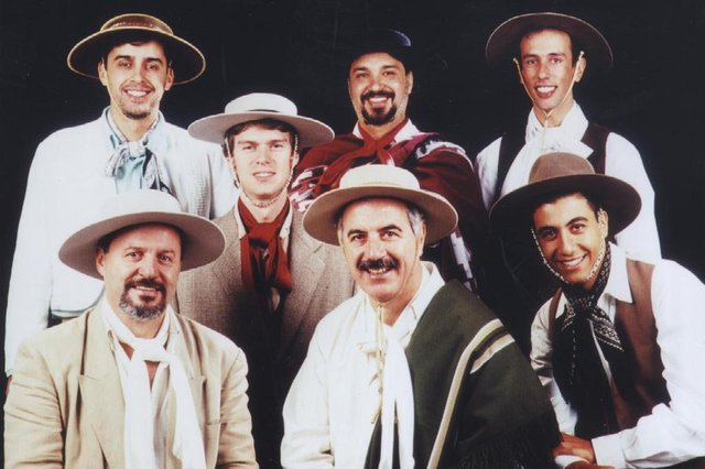 Integrantes do grupo tradicionalista Os Serranos.#PÁGINA: 4#PASTA: 505927#CAIXA: 000146 Fonte: Divulgação Fotógrafo: Leonel Tedesco