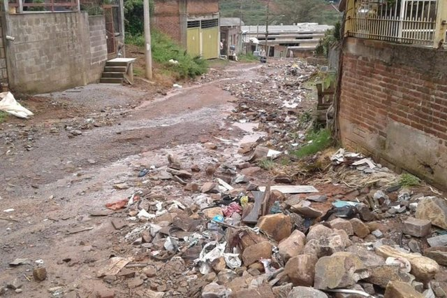 Mais de 100 toneladas de entulhos são retirados do bairro Cânyon, em Caxias, após temporal