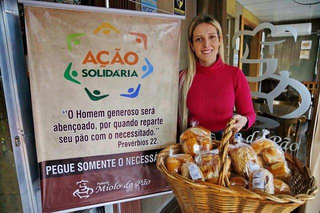 PORTO ALEGRE, RS, BRASIL 21/10/2019 - Mariana - A padaria Miolo do Pão, em Gravataí, passou a deixar uma cesta na entrada do local com doações para quem precisa. (FOTO: ROBINSON ESTRÁSULAS/AGÊNCIA RBS)