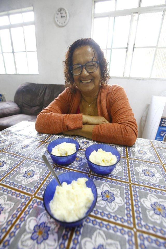 VIAMÃO - RIO GRANDE DO SUL - BRASIL - Receita do leitor do DG.  Passo a passo da receita Mousse de sagu. (FOTO: LAURO ALVES)