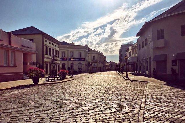 Rua Buarque de Macedo, em Garibaldi, é palco do Garibaldi Vintage, que tem como cenário os prédios preservados que integram o Centro Municipal Histórico e o Roteiro Passadas.