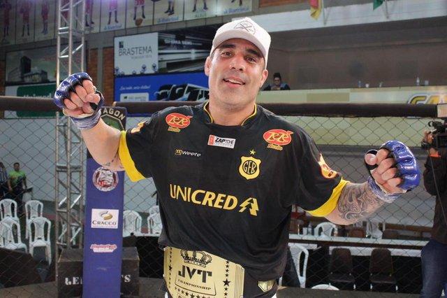 A 15ª edição do JVT Championship ocorreu no sábado (9), no Ginásio do Vascão. Foram disputas de cinturão do evento no MMA e lutas de Muay-thay e K1. NA FOTO: Marcus Tatu