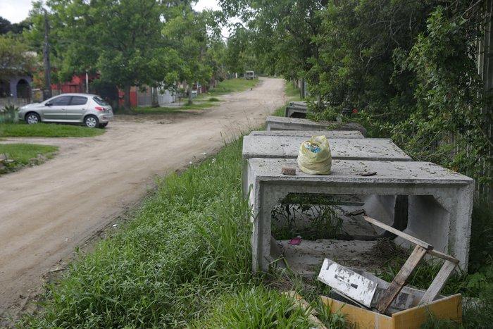 Caixas de concreto se tornaram ponto de encontro de usuários de drogas
