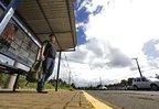 Pablo Varera esperou 40 minutos na parada e ainda teve de embarcar em ônibus que não era o desejado (Agencia RBS/Lauro Alves)