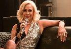 Depois de estrelar cinebiografia de Hebe, Andréa Beltrão segue no papel da apresentadora (Globoplay/Divulgação)