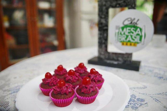 ELDORADO DO SUL, RS, BRASIL, 14-11-2019: Receita de um cupcake Red Velvet da Casca da beterraba e creme do Talo da Beterraba, pela leitora Patrícia Trindade dos Santos (FOTO FÉLIX ZUCCO/AGÊNCIA RBS, Editoria de Variedades).