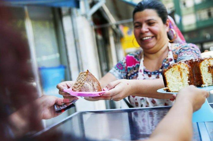 Em dias de grande movimento, Aline chega a arrecadar cerca de R$ 150